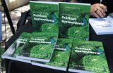 """Livro """"Meio Ambiente & Práticas Sustentáveis"""" é lançado na Feirinha da Gente"""
